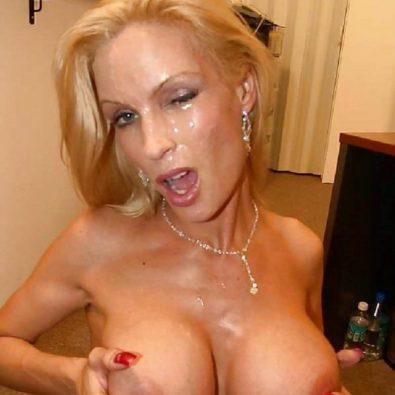 Fake Tits und Sperma